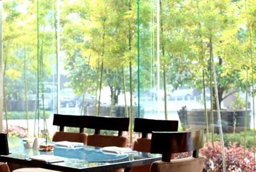 自助餐 凯悦咖啡厅                  该餐厅的环境很好,西湖边,风景